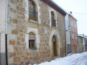 Fachada Ayuntamiento de Mecerreyes (nieve)