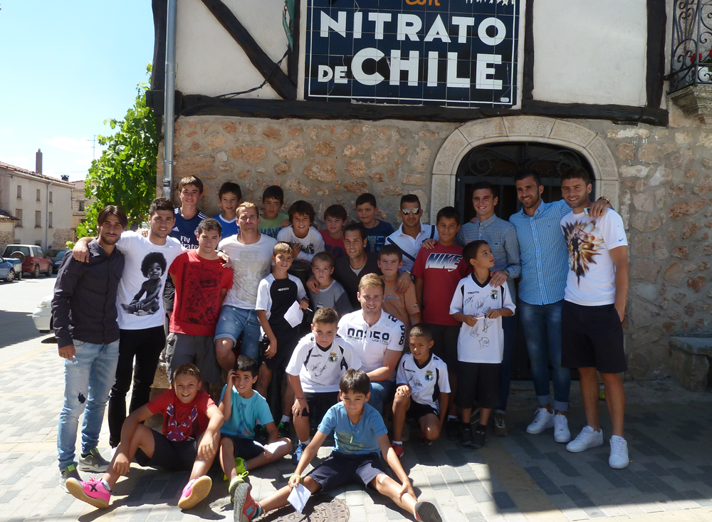 Jugadores del Burgos,CF con los de Mecerreyes, 20-08-2014 En el Mesón de Frutos