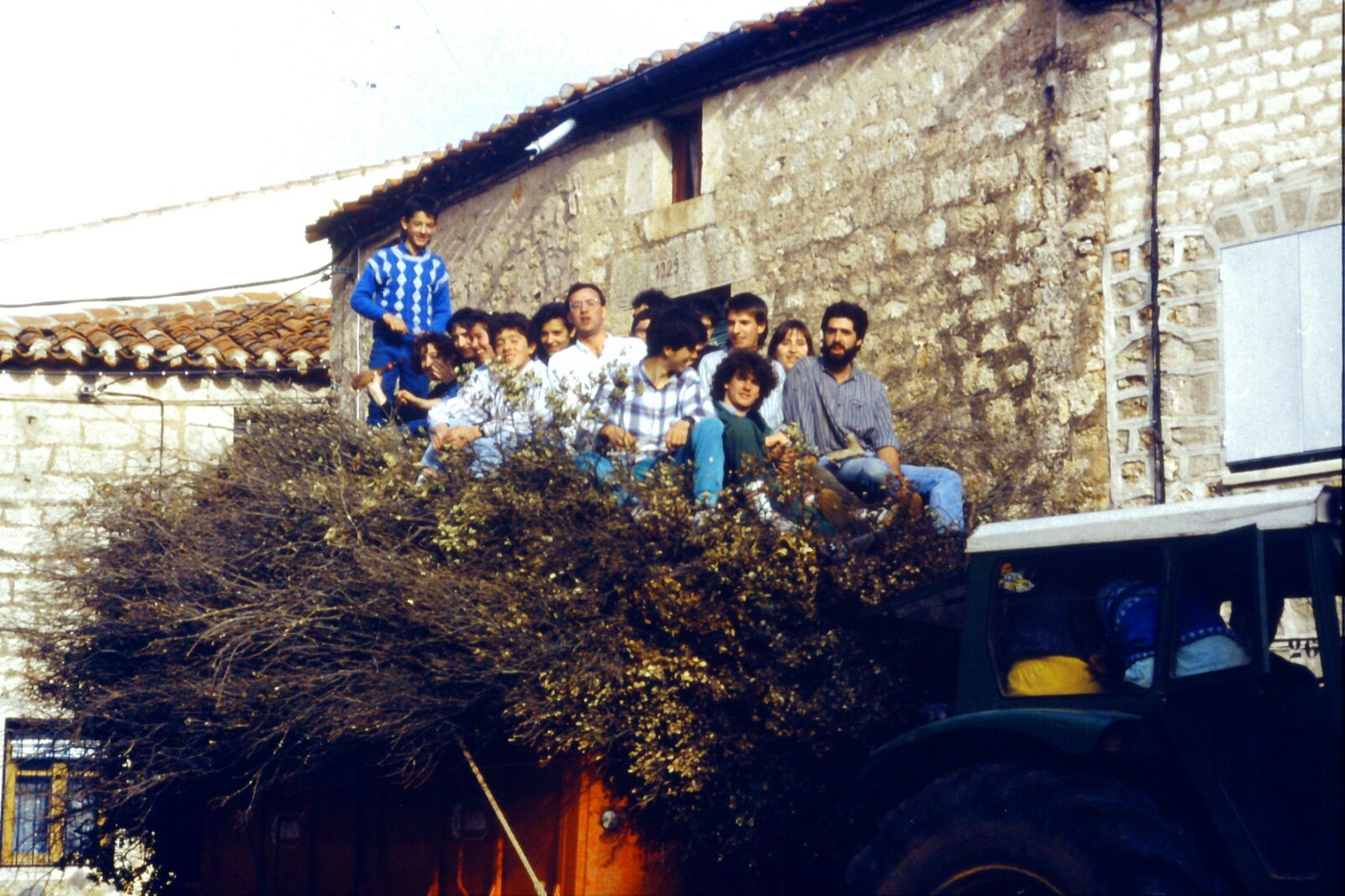 Mecerreyes, recogida de támbaras, año 1986. Foto Fernando Alonso, 2