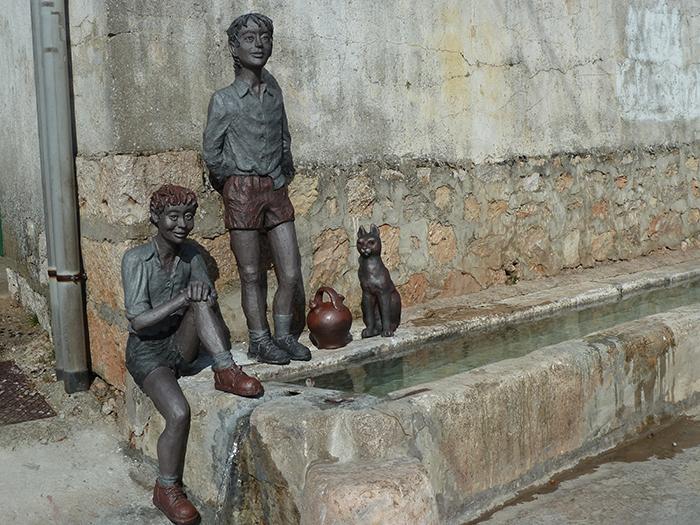 Mecerreyes, Ángel Gil, escultor, inauguración, niños en el pilón, 30 Julio 2016, 9